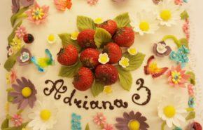 Lillede ja maasikatega tort | Erikaunistusega tordid | Cafe Boulevard